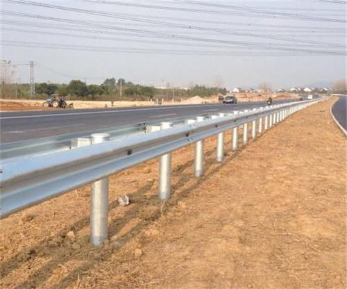 不同路段對于高速護欄板的要求不同