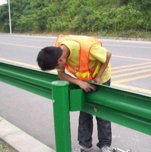 新疆護欄板廠家