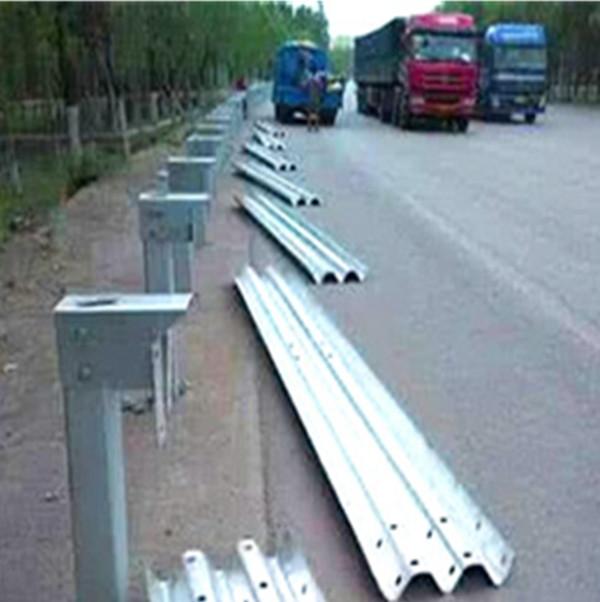 新疆護欄板