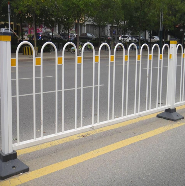 新疆市政護欄安裝